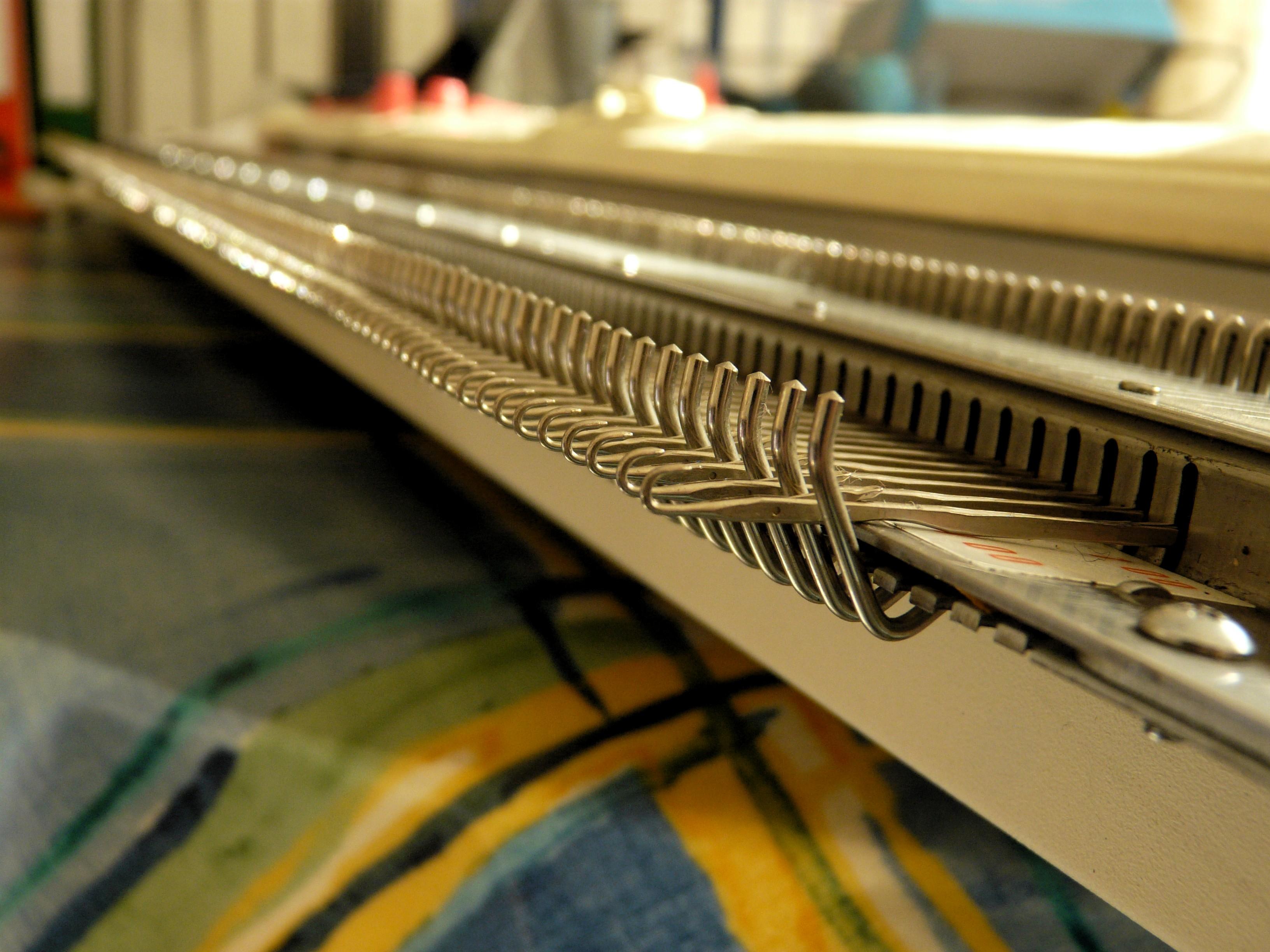 Needle bed